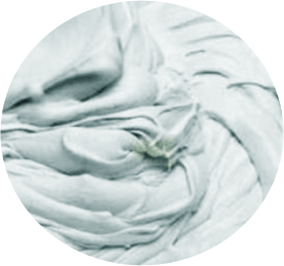 Штукатурный хоппер-ковш наносит гипсовые смеси