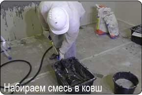 штукатурная мини-станция ЕК-1М. Набираем раствор хоппер ковшом